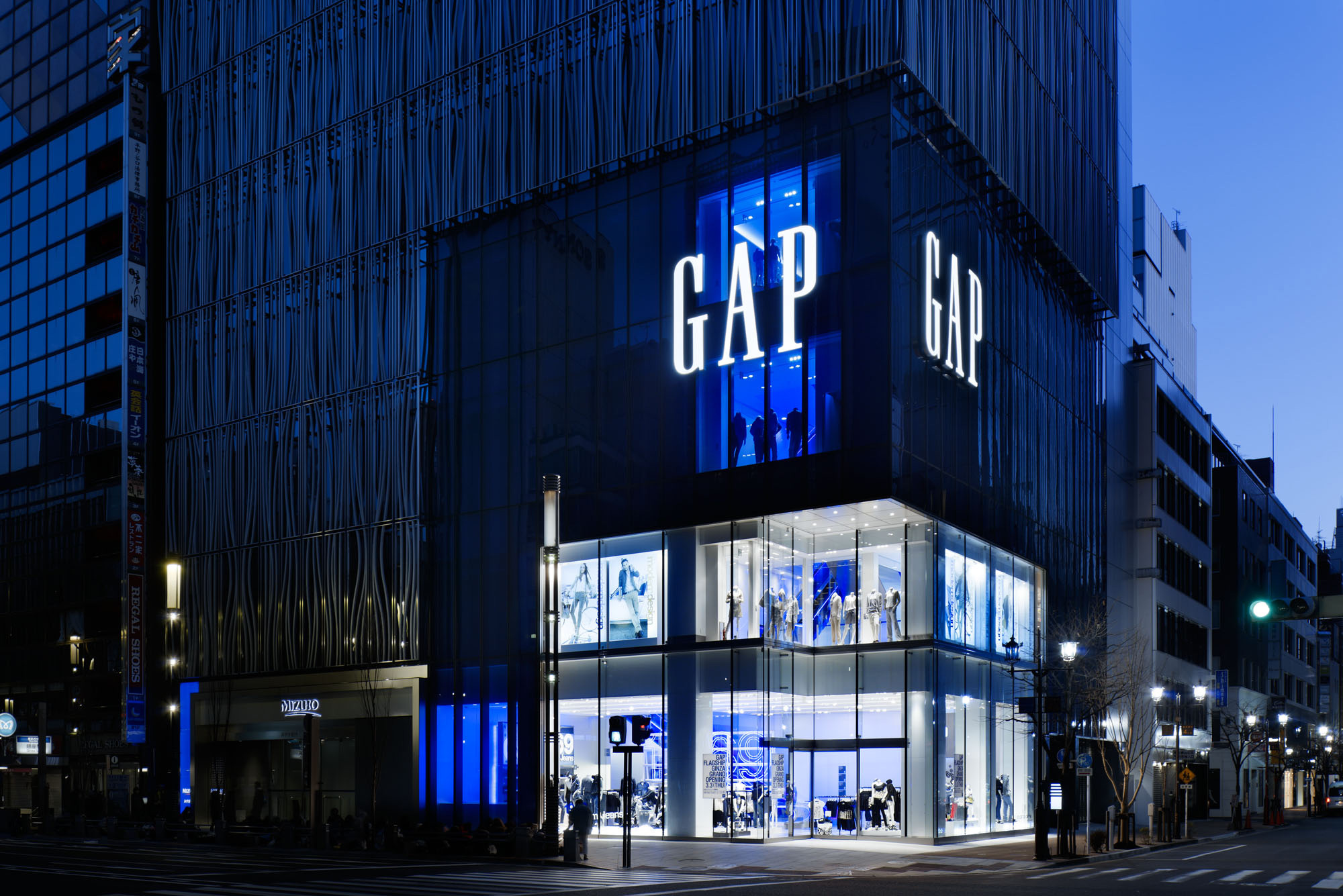 List of all Gap store locations in california. Locate the Gap store near you.